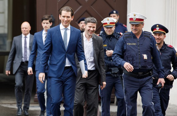 epa07588846 Austrian Chancellor Sebastian Kurz (3-L) arrives for a meeting with Austrian President Alexander Van der Bellen at the Presidential office in Vienna, Austria, 21 May 2019. Media reports on 21 May 2019 state that all ministers from Austria's Freedom Party (FPOe) are resigning, after Sebastian Kurz sacked Interior Minister Herbert Kickl of the coalition partner the right-wing Austian Freedom Party (FPOe) stating that Kickl position as head of Police could be a conflict of interest in any investigation into the recent allegations which come after Austrian Vice Chancellor and FPOe party leader Heinz-Christian Strache Strache's resignation on 18 May 2019 from his post as he was caught in a corruption allegations scandal. German magazine 'Der Spiegel' and newspaper 'Sueddeutsche Zeitung' published on 17 May 2019 a secretly recorded video which appeared to show Strache in Ibiza, Spain, in July 2017, meeting an alleged niece of a unknown Russian oligarch who wanted to invest large sums of money in Austria.  EPA/FLORIAN WIESER
