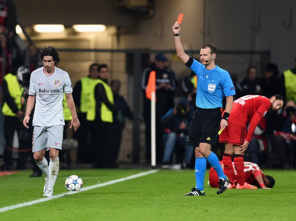 LEVERKUSEN, GERMANY - FEBRUARY 25:  Referee Pavel Kralovec shows Tiago of Atletico Madrid a red card during the UEFA Champions League round of 16 match between Bayer 04 Leverkusen and Club Atletico de Madrid at BayArena on February 25, 2015 in Leverkusen, Germany.  (Photo by Dennis Grombkowski/Bongarts/Getty Images)