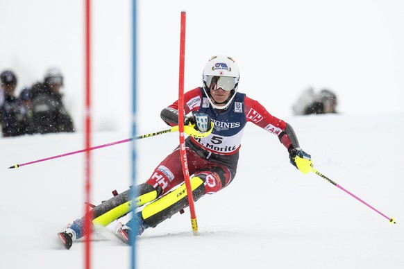 epa05782555 Marie-Michele Gagnon of Canada in action during the Slalom run of the women's Alpine combined competition at the 2017 FIS Alpine Skiing World Championships in St. Moritz, Switzerland, 10 February 2017.  EPA/JEAN-CHRISTOPHE BOTT