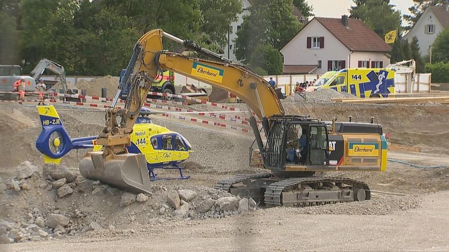 Bülach ZH - Arbeitsunfall fordert ein Toter und ein Schwerverletzter