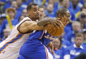 Oklahoma City Thunder guard Thabo Sefolosha, left, steals the ball from Los Angeles Clippers guard Jamal Crawford in the third quarter of Game 2 of the Western Conference semifinal NBA basketball playoff series in Oklahoma City, Wednesday, May 7, 2014. Oklahoma City won 112-101. (AP Photo/Sue Ogrocki)