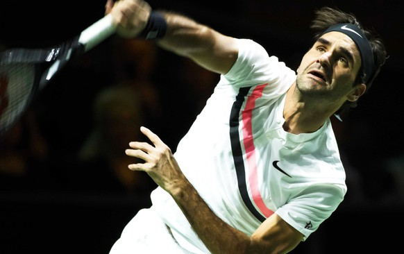 epa06525493 Roger Federer of Switzerland in action against Ruben Bemelmans of Belgium during their first round match of the ABN AMRO World Tennis Tournament in Rotterdam, Netherlands, 14 February 2018.  EPA/KOEN SUYK