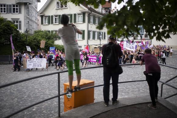 Eine Kundgebung zum nationalen Frauenstreik, am Freitag, 14. Juni 2019, in St. Gallen. (KEYSTONE/Gian Ehrenzeller)