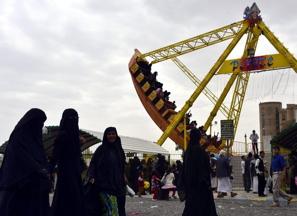 epa04334870 Yemeni women celebrate Eid al-Fitr at an amusement park, Sana'a, Yemen, 29 July 2014. Muslims all over the world are celebrating Eid al-Fitr, which marks the end of the holy month of Ramadan.  EPA/YAHYA ARHAB