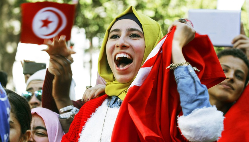 A woman shouts slogans during celebrations marking the fourth anniversary of Tunisia's 2011 revolution, in Habib Bourguiba Avenue in Tunis January 14, 2015. REUTERS/Anis Mili (TUNISIA - Tags: POLITICS ANNIVERSARY SOCIETY)