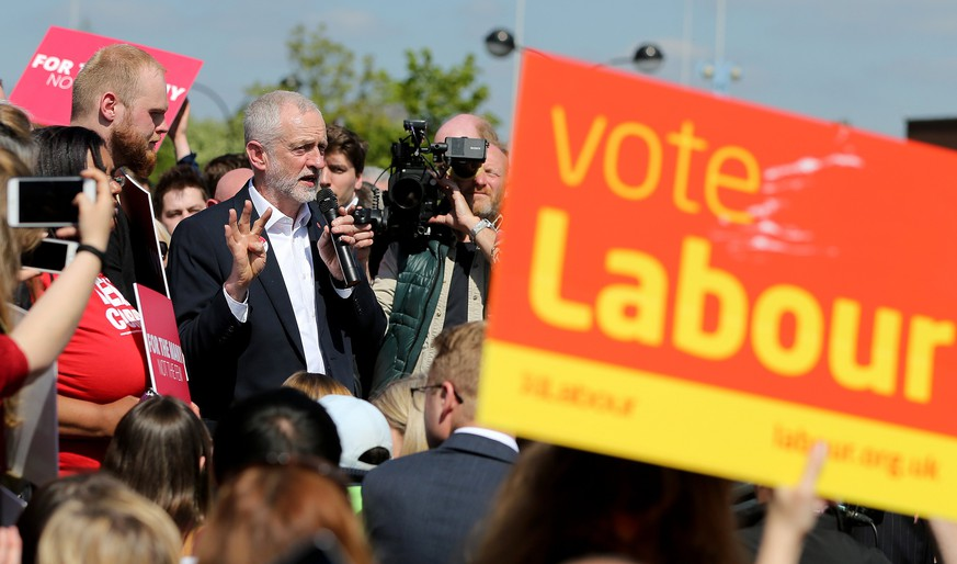 epa05952906 Britain's Labour Party Leader Jeremy Corbyn campaigns on the precinct in Salford, Greater Manchester, north west England, 09 May 2017. British Prime Minister Theresa May has called a snap general election for 08 June 2017.  EPA/NIGEL RODDIS