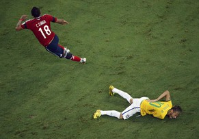 Brazil's Neymar grimaces as he lies on the ground injured after a challenge by Colombia's Camilo Zuniga during their 2014 World Cup quarter-finals at the Castelao arena in Fortaleza July 4, 2014.     REUTERS/Fabrizio Bensch (BRAZIL  - Tags: SOCCER SPORT WORLD CUP TPX IMAGES OF THE DAY)