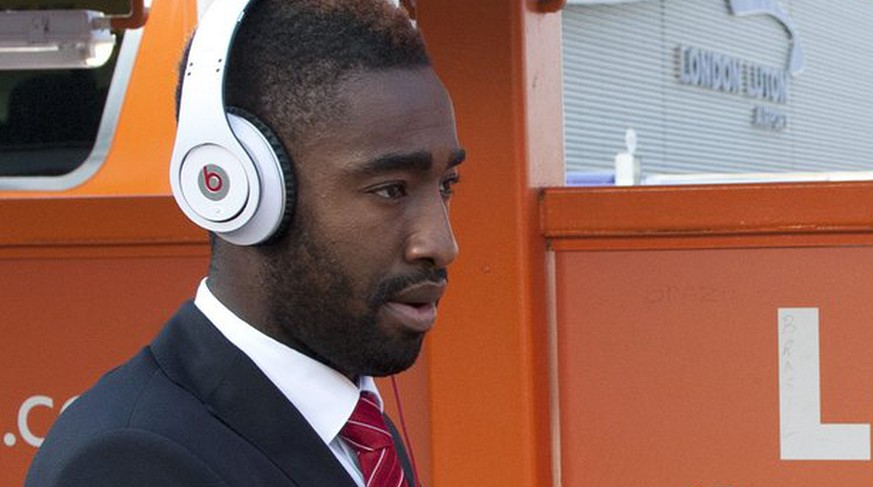 Switzerland's national soccer player Johan Djourou walks after arriving at London-Luton Airport, in London, England, Thursday, June 2, 2011. Switzerland will play against England in an UEFA European Championship qualification game on Saturday, June 4, in London. (KEYSTONE/Laurent Gillieron)