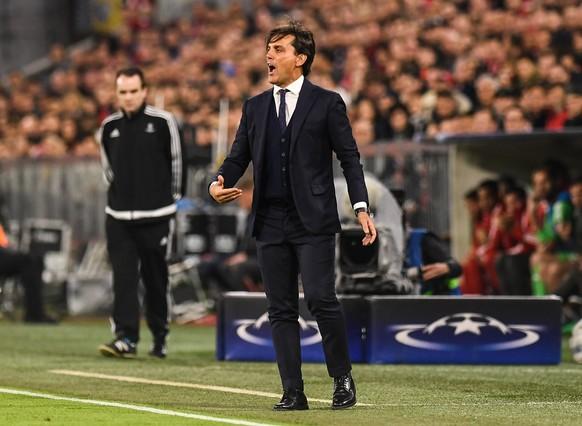 epa06662216 Sevilla's head coach Vincenzo Montella reacts during the UEFA Champions League quarter final second leg soccer match between Bayern Munich and Sevilla FC in Munich, Germany, 11 April 2018.  EPA/LUKAS BARTH