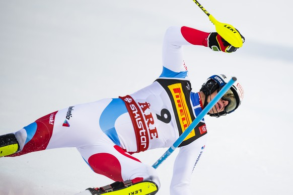 Ramon Zenhaeusern of Switzerland crashes during the first run of the men Slalom race at the 2019 FIS Alpine Skiing World Championships in Are, Sweden Sunday, February 17, 2019. (KEYSTONE/Jean-Christophe Bott)
