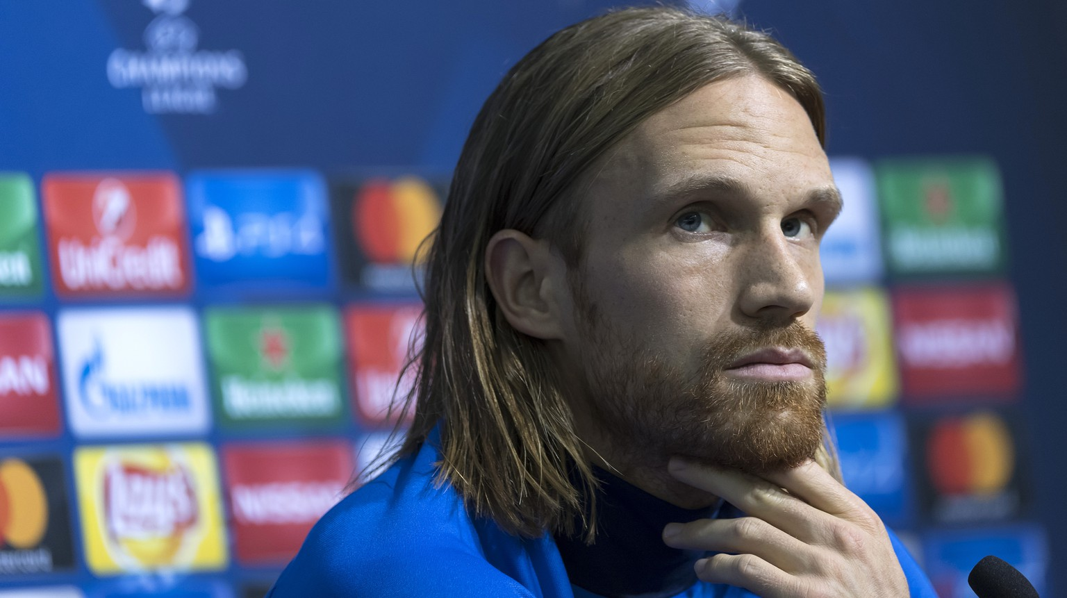 Michael Lang of Switzerland's FC Basel 1893 speaks during a press conference in the Natsionalen Stadion Vasil Levski in Sofia, Bulgaria, on Tuesday, November 22, 2016. Switzerland's FC Basel 1893 is scheduled to play an UEFA Champions League Group stage Group A matchday 5 soccer match against Bulgaria's PFC Ludogorets Razgrad on Wednesday, November 23, 2016. (KEYSTONE/Georgios Kefalas)