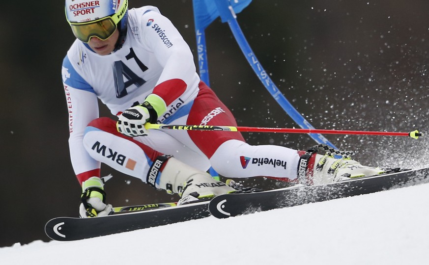 Switzerland's Gino Caviezel speeds down the course during an alpine ski, men's World Cup giant slalom race, in Hinterstoder, Austria, Sunday, Feb. 28, 2016. (AP Photo/Alessandro Trovati)