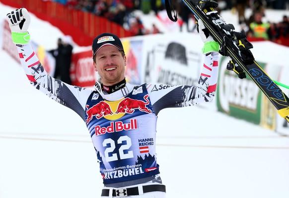 ARCHIV – ZUR SKI ALPIN WELTCUP-ABFAHRT IN KITZBUEHEL, OESTERREICH, STELLEN WIR IHNEN FOLGENDES BILDMATERIAL DER LETZTEN 10 SIEGER ZUR VERFUEGUNG - First placed Austria's Hannes Reichelt celebrates at the end of an alpine ski, men's World Cup downhill, in Kitzbuehel, Austria, Saturday, Jan. 25, 2014. (KEYSTONE/AP Photo/Giovanni Auletta)