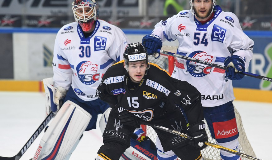 Zurich's goalkeeper Lukas Flueeler, Lugano's player Gregory Hofmann and Zurich's player Christian Marti, from left, during the fifth match of the playoff final of the National League of the ice hockey Swiss Championship between the HC Lugano and the ZSC Lions, at the ice stadium Resega in Lugano, Switzerland, Saturday, April 21, 2018. (KEYSTONE/Ti-Press/Davide Agosta)