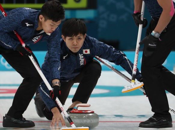 epa06532342 Yusuke Morozumi (R) and Kosuke Morozumi (L) of Japan in action during Men's Round Robin Session Japan against Switzerland inside the Gangneung Curling Centre at the PyeongChang Winter Olympic Games 2018, in Gangneung, South Korea, 16 February 2018. The PyeongChang 2018 Winter Olympic Games, will run from 09 to 25  EPA/JAVIER ETXEZARRETA
