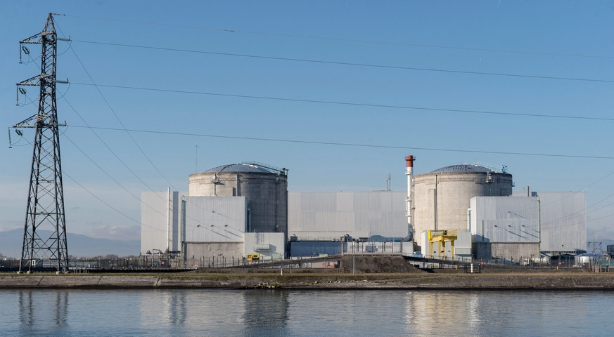epa05059804 A general view of the nuclear power station in Fessenheim, France, 08 December 2015. Following a report on safety defects, the die Gruenen party is calling for the French nuclear power station in Fessenheim to be shut down immediately. Nuclear expert Manfred Mertins says the reactor, located on the Franco-German border south of Freiburg, fails to meet international standards.  EPA/PATRICK SEEGER