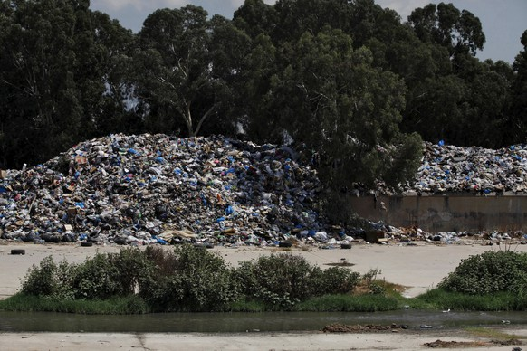 A general view shows a garbage filled-area on the edge of Beirut river, Lebanon August 29, 2015.Lebanon should investigate allegations that security personnel used excessive force to disperse anti-government protesters in Beirut last week, Amnesty International said on Saturday ahead of another planned mass protest march in the capital. Another demonstration is planned in central Beirut starting at 6 p.m. (1500 GMT). The