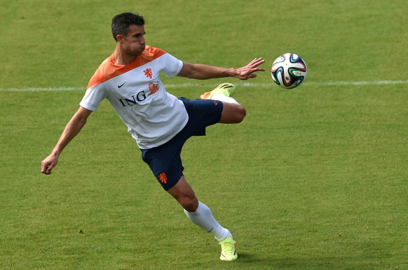 Netherlands' forward and captain Robin van Persie takes part in a training session at The Flamenco Football Stadium in Rio de Janeiro on July 2, 2014, during the 2014 FIFA World Cup.  AFP PHOTO / YASUYOSHI CHIBA
