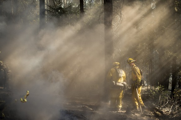 Firefighters check for hotspots while battling the King Fire near Fresh Pond, California September 17, 2014. Fire crews in California's rugged Sierra Nevada battled to gain the upper hand on Wednesday against a blaze that threatened at least 2,000 homes and has displaced hundreds of residents as flames roared for a fifth day through dry timber and brush west of Lake Tahoe.    REUTERS/Noah Berger  (UNITED STATES - Tags: DISASTER ENVIRONMENT)