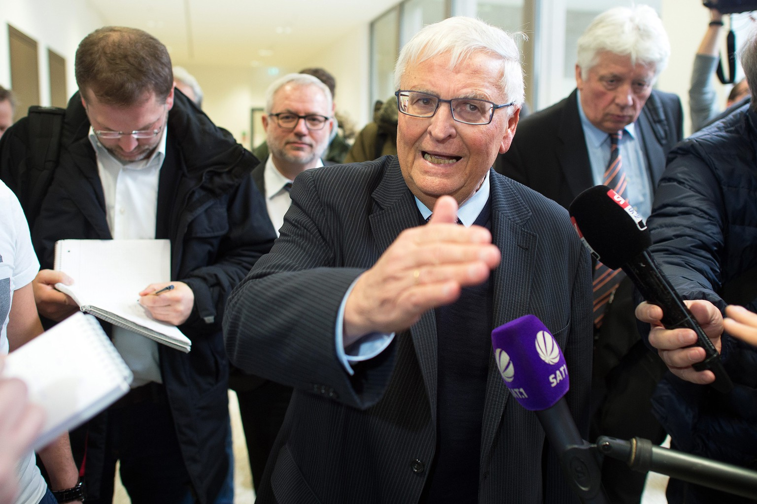 epa05139462 Theo Zwanziger (C), former president of the German Football Association (DFB), talks to journalists at the regional court in Duesseldorf, Germany, 02 February 2016. The Qatar Football Association (QFA) has filed a lawsuit against former FIFA executive Zwanziger for referring to the 2022 World Cup hosts as the 'cancerous growth on world football.'  EPA/FEDERICO GAMBARINI