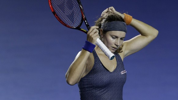 Switzerland's Stefanie Voegele fixes her hair during the women's final against Ukraine's Lesia Tsurenko at the Mexican Tennis Open in Acapulco, Mexico, Saturday, March 3, 2018.(AP Photo/Rebecca Blackwell)
