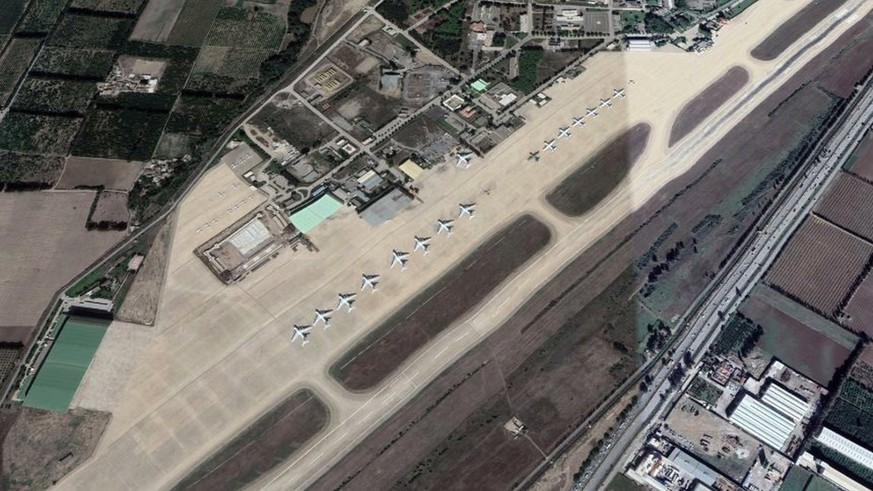 Militärflugzeug mit 200 Menschen in Algerien abgestürzt