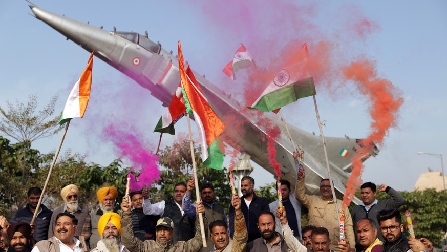 epa07398537 Bhartiya Janta Party (BJP) workers hold Indian flags as they celebrate the Indian Air Force's air strike across the Line of Control (LoC) near the international border with Pakistan, at Punjab State War Heroes' Memorial in Amritsar, India, 26 February 2019. The Indian Air Force carried out air strikes with 12 Mirage jets, which dropped 1,000 kilogram bombs on an alleged terrorist camp across the Line of Control (LoC) near Pakistan. The air strikes occurred two weeks after a suicide bomber from the Pakistan-based Jaish-e-Mohammed group detonated a car bomb next to a security convoy traveling in Pulwama, killing over 40 Central Reserve Police Force (CRPF) soldiers.  EPA/RAMINDER PAL SINGH