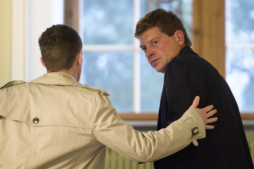 epa06204258 Former German road bicycle racer Jan Ullrich (R) and his attourney Wolfgang Hoppe talk during a break of Ullrich's trial at the Rathaus in Weinfelden, Switzerland, 14 September 2017. Jan Ullrich was involved in an accident with three cars near Mattwil, Switzerland, on 19 May 2014.  EPA/GIAN EHRENZELLER