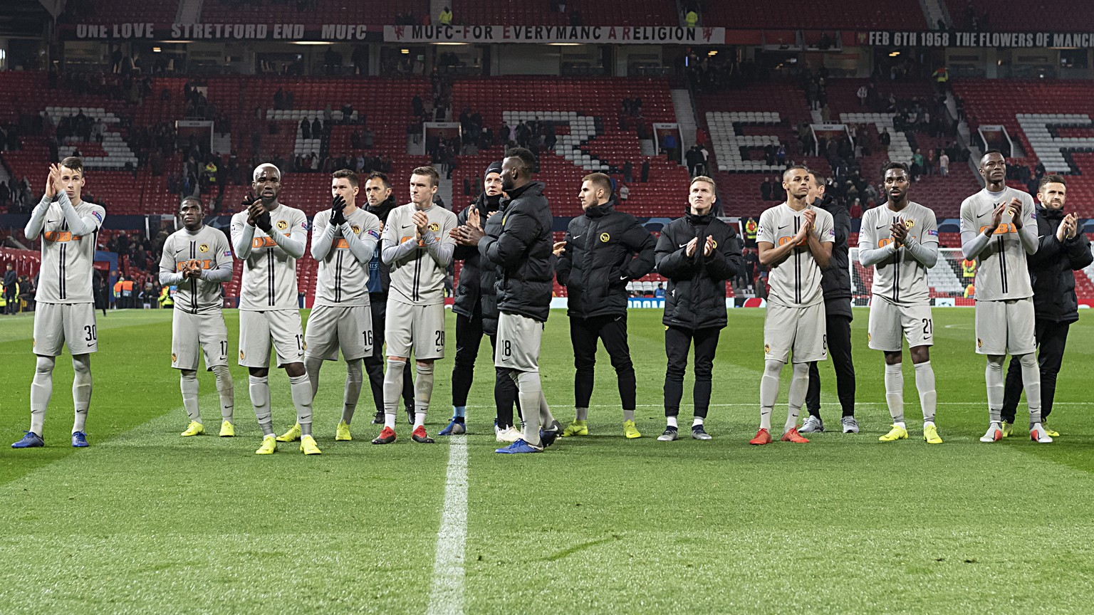Young Boys' players thank the fans after the UEFA Champions League Group H matchday 5 soccer match between England's Manchester United FC and Switzerland's BSC Young Boys in the Old Trafford stadium in Manchester, England, on Tuesday, November 27, 2018. (KEYSTONE/Georgios Kefalas)