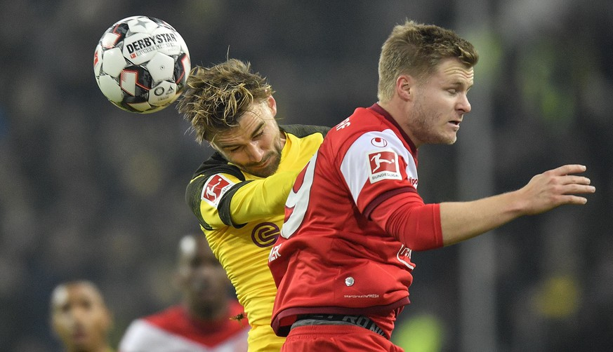 Duesseldorf's Davor Lovren, right, and Dortmund's Marcel Schmelzer, left, challenge for the ball during the German Bundesliga soccer match between Fortuna Duesseldorf and Borussia Dortmund in Duesseldorf, Germany, Tuesday, Dec. 18, 2018. (AP Photo/Martin Meissner)