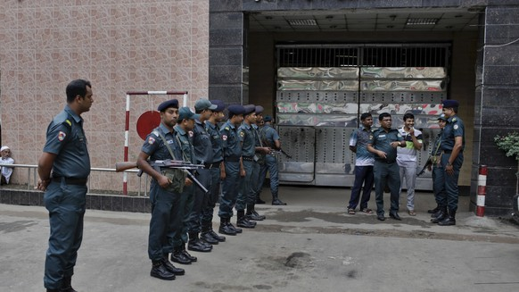 "Bangladeshi policemen stand guard outside the Dhaka Central Jail in Dhaka, Bangladesh, Sunday, June 12, 2016. Police in Bangladesh said Sunday that they have arrested more than 5,000 criminal suspects in the past few days as they continue a nationwide crackdown to try and stop a growing wave of brutal attacks on minorities and activists. Signage in Bangla reads, ""Dhaka Central Jail''. (AP Photo)"