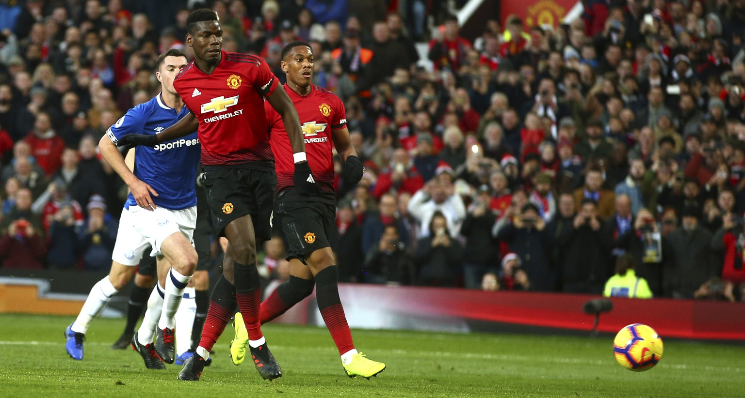 Manchester United's Paul Pogba scores the opening goal during the English Premier League soccer match between Manchester United and Everton FC at Old Trafford in Manchester, England, Sunday Oct. 28, 2018. (AP Photo/Dave Thompson)