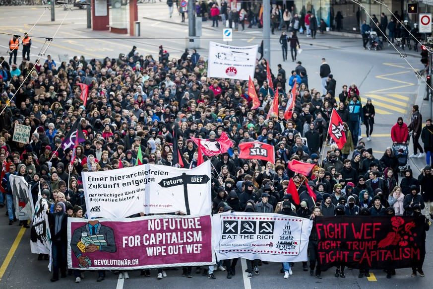 epa06436050 Protesters demonstrate against the World Economic Forum (WEF) and US president Donald Trump, in Bern, Switzerland, 13 January 2018. The WEF will take place from January 23 till January 26 in Davos.  EPA/CHRISTIAN MERZ