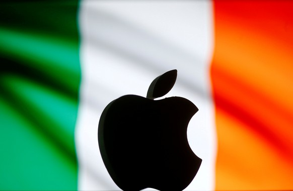 REFILE - CORRECTING FLAGA 3D printed Apple logo is seen in front of a displayed Irish flag in this illustration taken September 2, 2016. REUTERS/Dado Ruvic/Illustration/File Photo