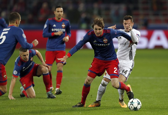 Basel's Taulant Xhaka, right, challenges for the ball with CSKA's Mario Fernandes during the Champions League Group A soccer match between CSKA Moscow and Basel in Moscow, Russia, Wednesday, Oct. 18, 2017. (AP Photo/Pavel Golovkin)