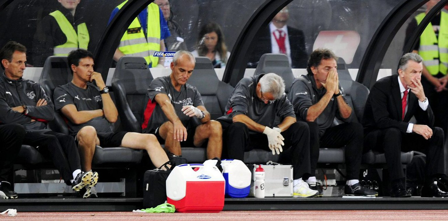 Swiss team officials with head coach Ottmar Hitzfeld, right, show their dejection after the World Cup South Africa 2010 qualifying soccer match between Switzerland and Luxembourg at the Letzigrund Stadium in Zurich, Switzerland, Wednesday, September 10, 2008. (KEYSTONE/Walter Bieri)