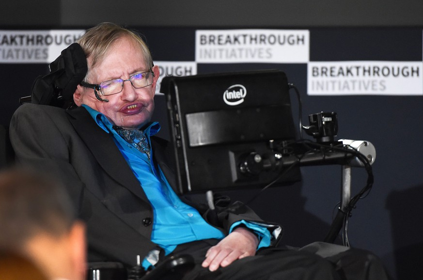 epa04854121 British scientist Stephen Hawking speaks during a press conference in London, Britain, 20 July 2015. Milner and Hawking announced a global science initiative for the search of civilised life in the universe.  EPA/ANDY RAIN