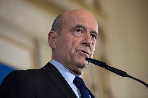epa05832582 Former French Prime Minister and Mayor of Bordeaux Alain Juppe (C) delivers a speech during a press conference in Bordeaux, France, 06 March 2017. According to media reports, Juppe stated that he has no intention of replacing conservative candidate Francois Fillon, in light of a recent scandal involving Fillon's wife's position as his parliamentary assistant. France holds the first round of the 2017 presidential elections on 23 April 2017.  EPA/CAROLINE BLUMBERG  EPA/CAROLINE BLUMBERG