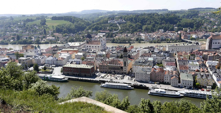 The centre of Passau, about 200 km (124 miles) north-east of Munich, is pictured May 19, 2014. Passau was flooded when Europe experienced its worst floods in a decade in June 2013 and tens of thousands of Germans, Hungarians and Czechs were evacuated from their homes. Picture taken May 19, 2014. REUTERS/Michaela Rehle (GERMANY - Tags: DISASTER SOCIETY)
