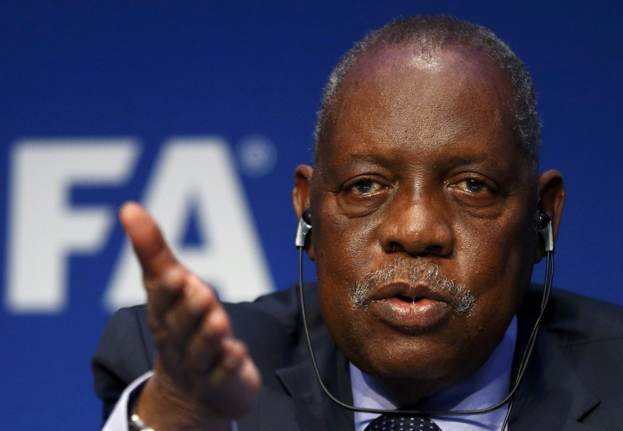 FIFA's acting president Issa Hayatou addresses a news conference after a meeting of the Executive Committee at FIFA's headquarters in Zurich, Switzerland December 3, 2015. REUTERS/Arnd Wiegmann