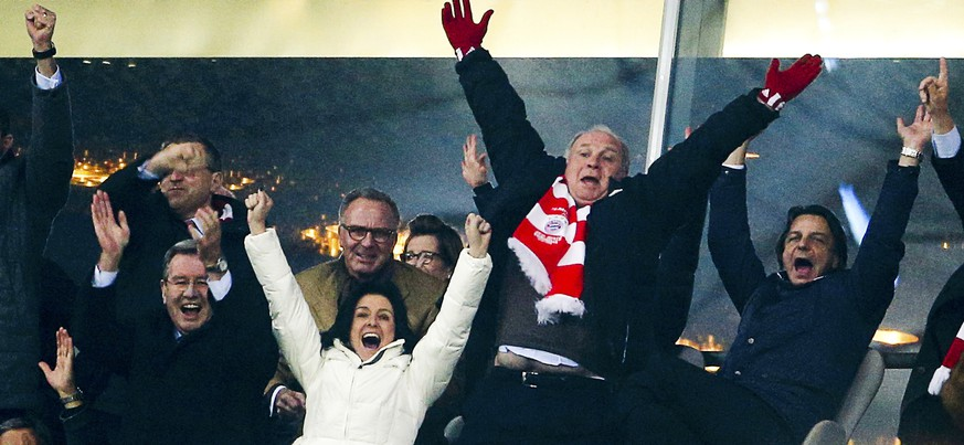 Bayern Munich's president Uli Hoeness (top 2R) and chief executive Karl-Heinz Rummenigge (top 3R) celebrate a disallowed goal during the Champions League round of 16 second leg soccer match between against Arsenal in Munich, March 11, 2014. The president of German soccer team Bayern Munich, who has admitted evading millions of euros of taxes, hid even more income than he said, a tax inspector told his trial on Tuesday.     REUTERS/Michaela Rehle (GERMANY  - Tags: SPORT SOCCER)