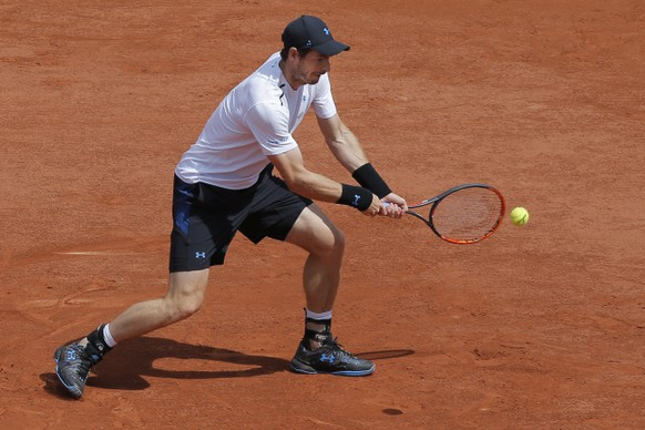 Britain's Andy Murray plays a shot against Russia Karen Khachanov during their fourth round match of the French Open tennis tournament at the Roland Garros stadium, in Paris, France. Monday, June 5, 2017. (AP Photo/Michel Euler)