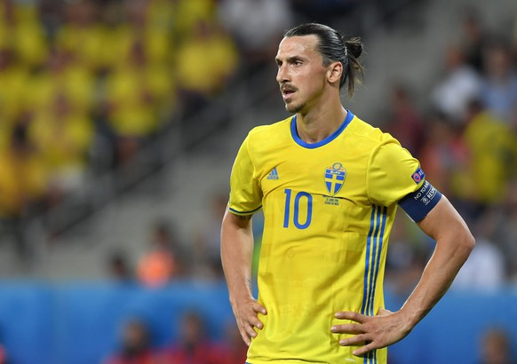 epa05384850 Zlatan Ibrahimovic of Sweden reacts during the UEFA EURO 2016 group E preliminary round match between Sweden and Belgium at Stade de Nice in Nice, France, 22 June 2016.(RESTRICTIONS APPLY: For editorial news reporting purposes only. Not used for commercial or marketing purposes without prior written approval of UEFA. Images must appear as still images and must not emulate match action video footage. Photographs published in online publications (whether via the Internet or otherwise) shall have an interval of at least 20 seconds between the posting.)  EPA/PETER POWELL   EDITORIAL USE ONLY