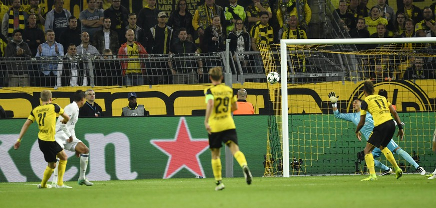 Dortmund's Andre Schuerrle, left, scores his side's second goal during the Champions League group F soccer match between Borussia Dortmund and Real Madrid in Dortmund, Germany, Tuesday, Sept. 27, 2016. (AP Photo/Martin Meissner)