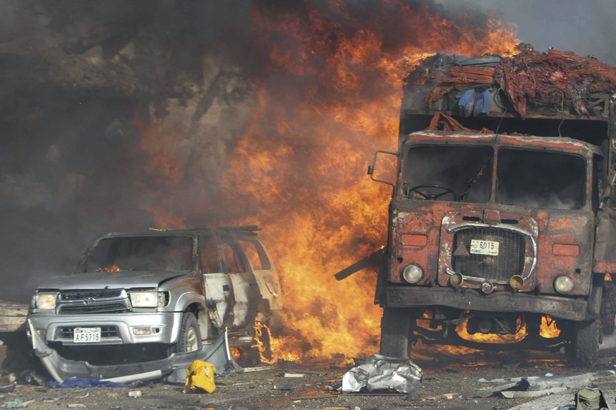 epa06265446 Vehicles burn at the scene of a massive explosion in front of Safari Hotel in the capital Mogadishu, Somalia, 14 October 2017. Reports state at least 20 peole have been killed when a truck bomb went off on a busy street in central Mogadishu. There was no immediate claim of responsibility but the country's Islamist militant group al-Shabab often carries out similar attacks in the capital.  EPA/SAID YUSUF WARSAME