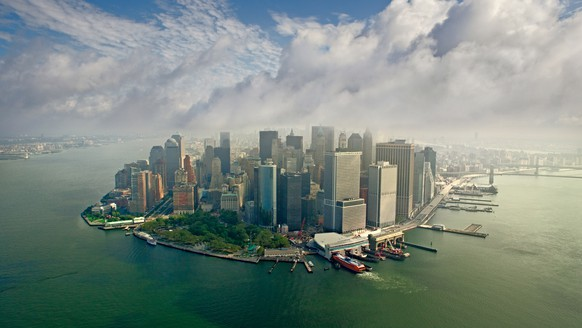 PIC BY AIRPANO/ CATERS NEWS - (PICTURED: Downtown Manhattan, New York) - These are the stunning panoramic shots of some of the worlds most beautiful locations. Company AirPano travel the world photographing its wonders from above. Their shots include famous cities - such as New York, Paris and Barcelona - as well as natural marvels, like volcanos and waterfalls. The team, which consists of 12 members - nine photographers and three tech specialists - began looking into this style of photography in 2006. Project coordinator Sergey Semenov revealed after initially working with spherical panoramas on land, the group decided to take to the skies. They made a list of the 100 Best Places on the Planet, which they hoped to photograph over the coming years. SEE CATERS COPY  (FOTO: DUKAS/CATERSNEWS)