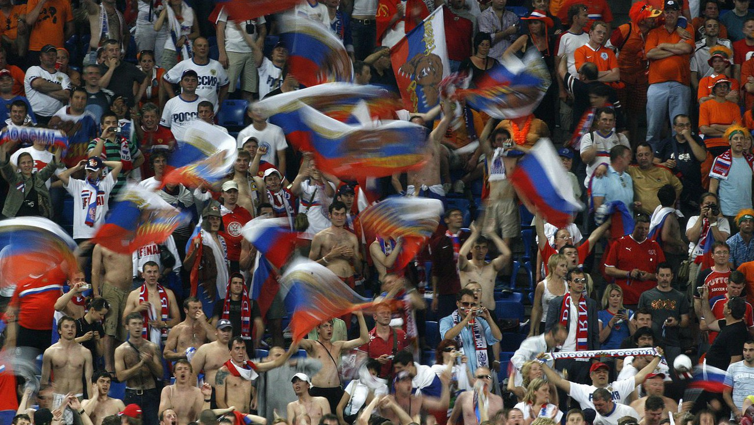 epa01391414 Russian fans cheer during the EURO 2008 Quarter Final match between the Netherlands and Russia at the St Jakob Park stadium, Basel, Switzerland 21 June 2008.  EPA/STEFFEN SCHMIDT  +please note UEFA restrictions particularly in regard to slide shows and 'No Mobile Services'+