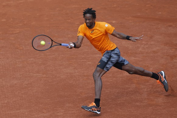 France's Gael Monfils plays a shot against Switzerland's Stan Wawrinka during their fourth round match of the French Open tennis tournament at the Roland Garros stadium, in Paris, France. Monday, June 5, 2017. (AP Photo/Michel Euler)