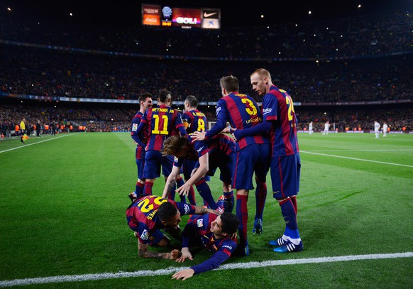 BARCELONA, SPAIN - MARCH 22:  Luis Suarez of Barcelona (grounded) celebrates with team mates as he scores their second goal during the La Liga match between FC Barcelona and Real Madrid CF at Camp Nou on March 22, 2015 in Barcelona, Spain.  (Photo by David Ramos/Getty Images)