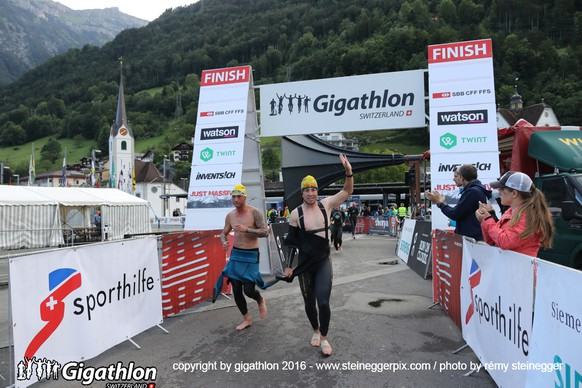 FLUELEN, 12.06.2016 - Wechselzone von der Schwimm- auf die Inlinestrecke in Fluelen am Uerner Suntig am Gigathlon 2016.   copyright by gigathlon.ch & www.steineggerpix.com / photo by remy steinegger  +++  NO RESALE / NO ARCHIVE  +++